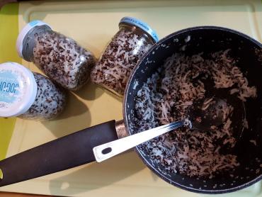 naporcovaná celozrnná rýže s černou čočkou